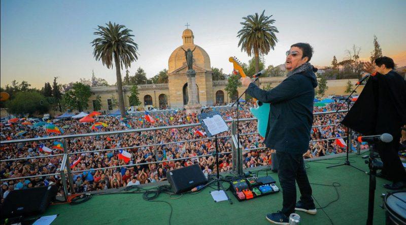 Músicos chilenos tocaron sobre un camión escenario